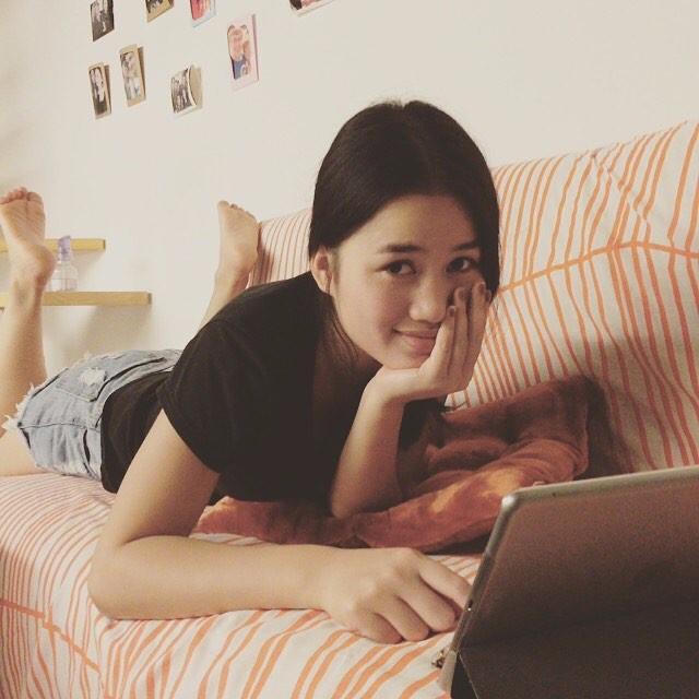 放假了那里都不想去,只想呆在家里看看电视上上网,做一名安静的宅女。